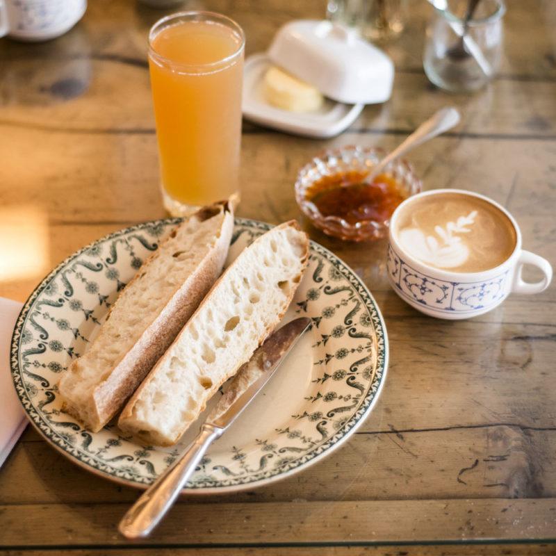 Tartines petit déjeuner équilibré Lorient code 0 coffeeshop petit dej' coworking latte art et jus de pomme artisanal